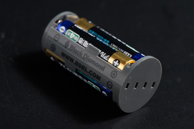 単4電池4本で駆動する