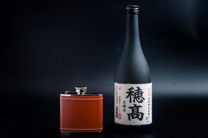 スキットルと日本酒
