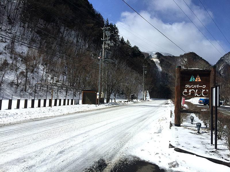 冬の上高地への山道