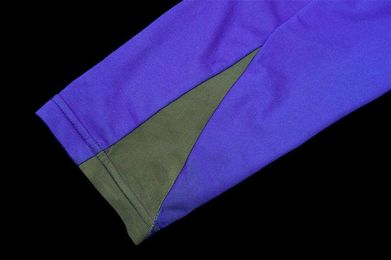 袖のフィット感とストレッチ素材