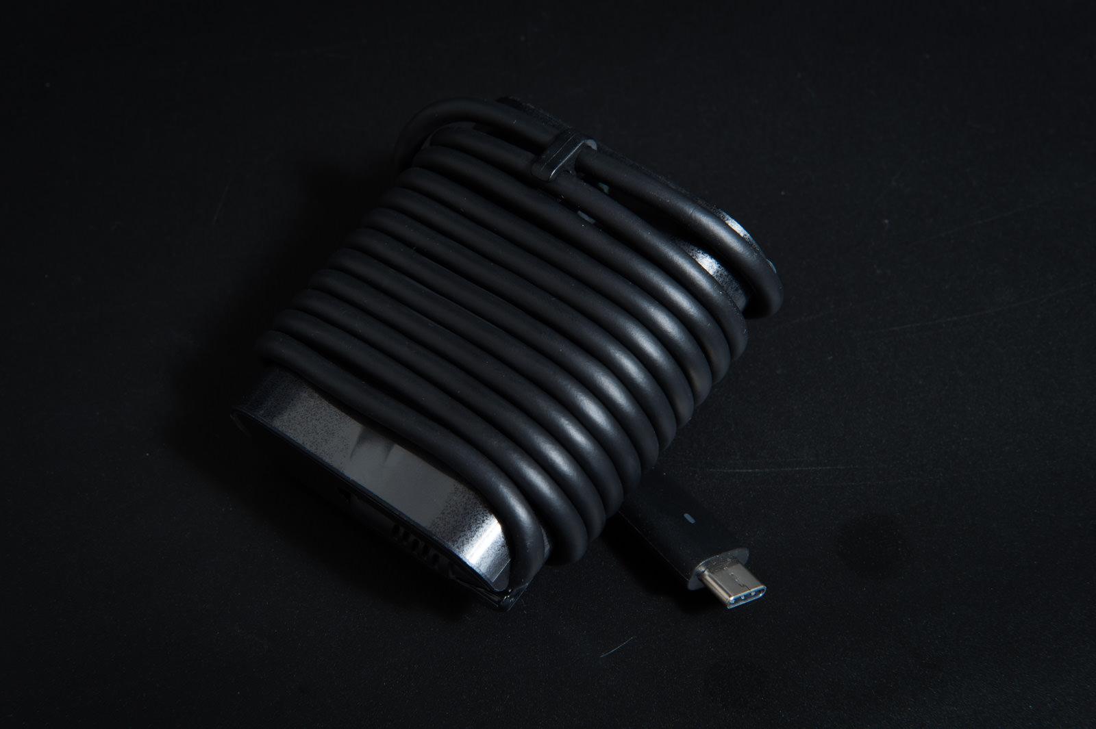 USB-C接続のACアダプタ