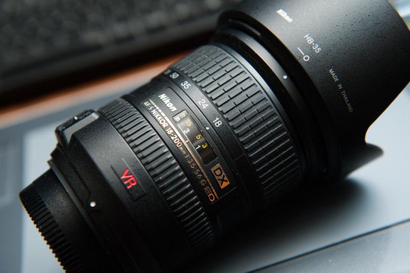 キットレンズか18-200mmの万能レンズ