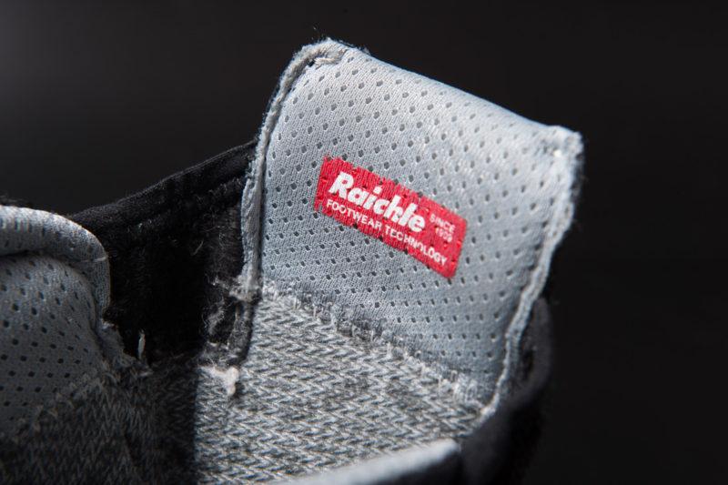 マムートのブーツにはライケルのラベルが貼ってある