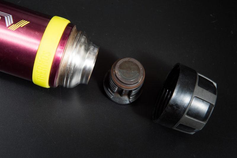 シンプルな水筒の構造
