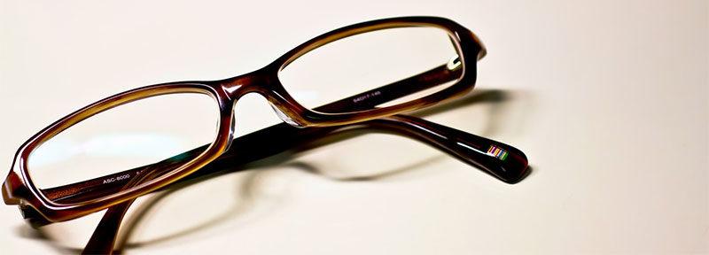 メガネをつけると泣かれる
