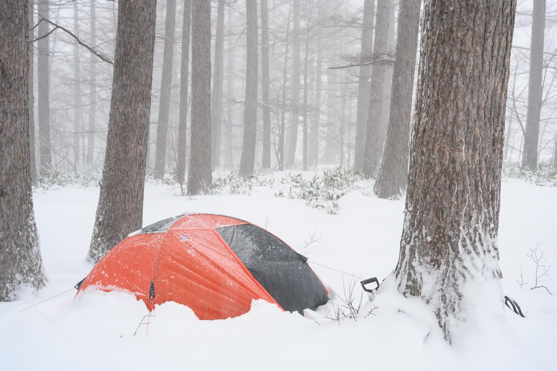 大雪の中のテント泊