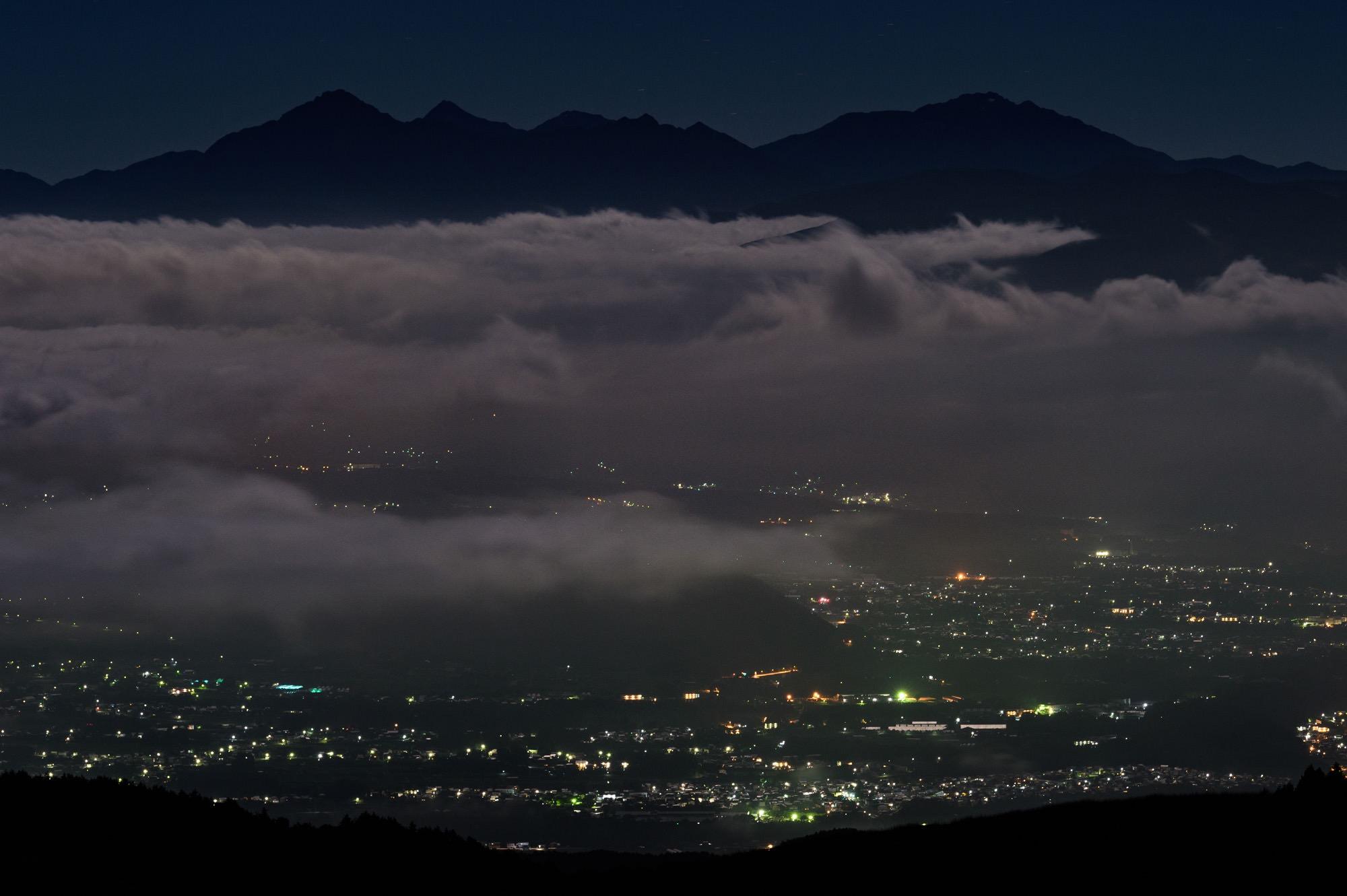 雲海と茅野市の明かり