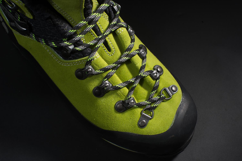 足指が当たり痛い場合は靴紐が原因のときがある