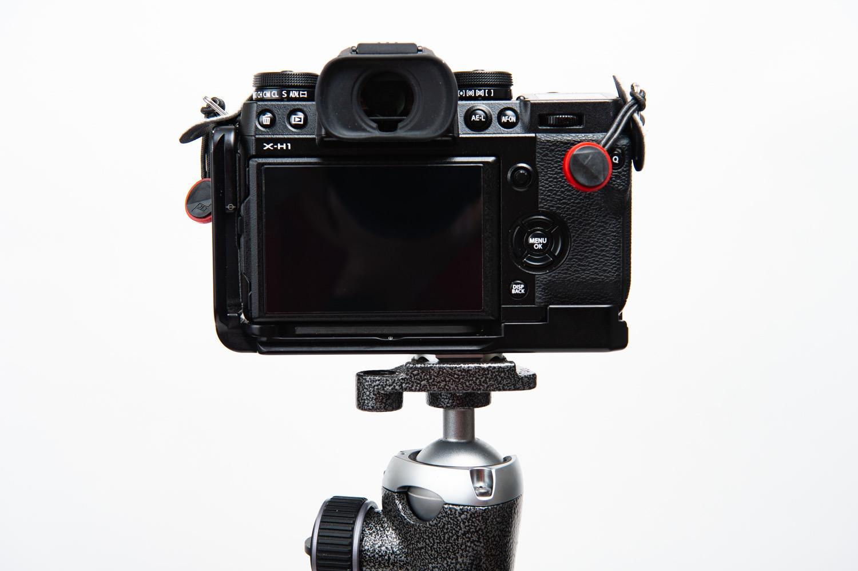 カメラとプレートは直につける