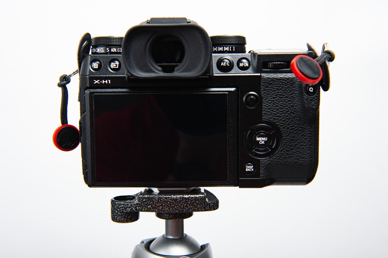 ピークデザインのプレートをカメラに直付けする