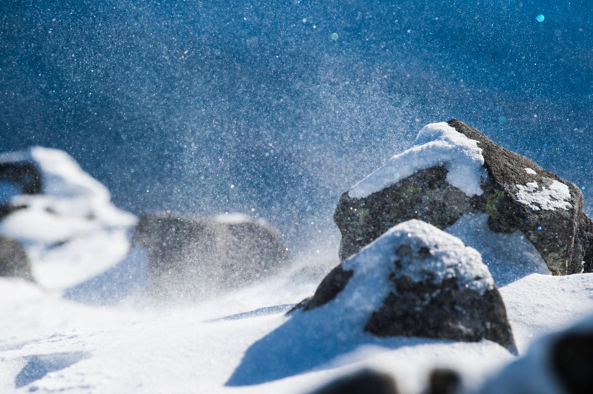 舞い上がる雪の粒子