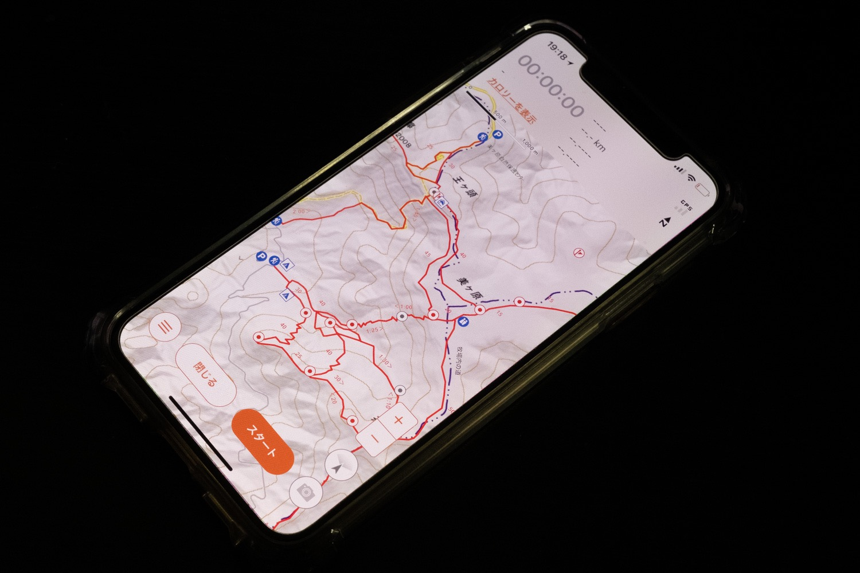 スマートフォン頼りの登山