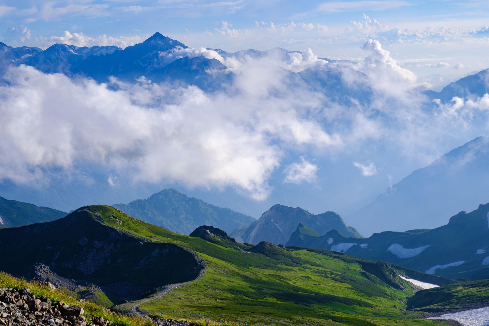 白馬岳から見える剱岳
