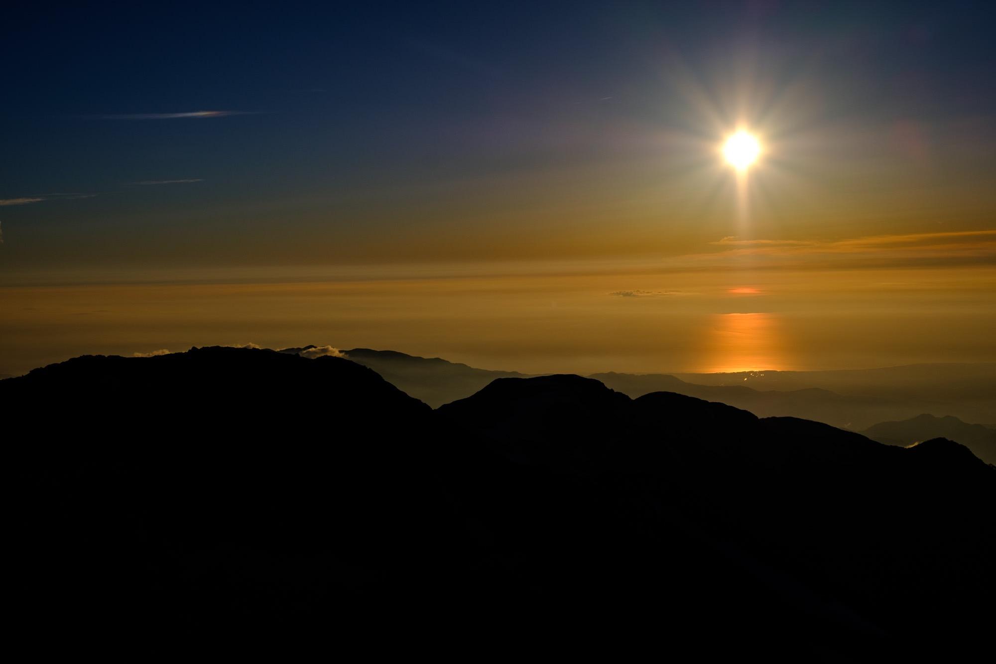 白馬岳から見る夕焼けと日本海
