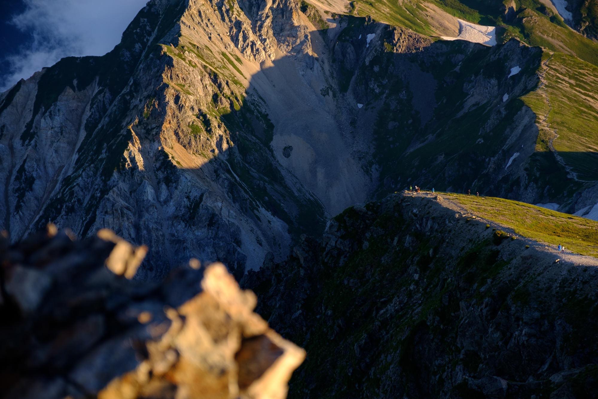 白馬岳に登る登山者たち