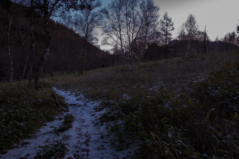 女乃神茶屋登山道の入り口