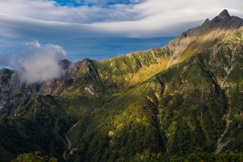 槍ヶ岳穂高すべてを望むことができる、奥丸山という絶景ポイントの圧倒的な存在感